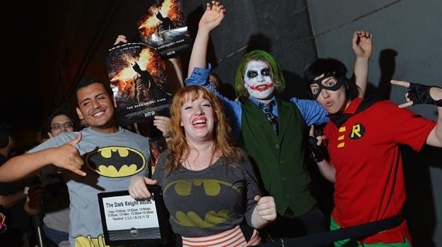"""Fani Batmana przed premierą filmu """"Mroczny rycerz powstaje"""" w Nowym Jorku - fot.  Mike Coppola /Getty Images/Flash Press Media"""