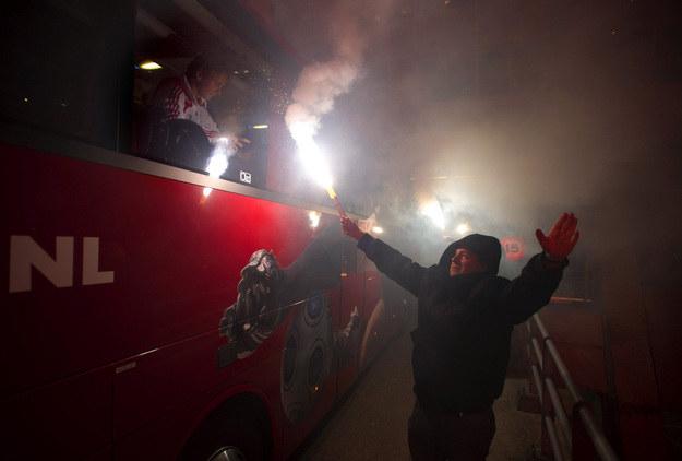 Fani Feyenoordu potrafią narozrabiać w giścinnych występach. /AFP