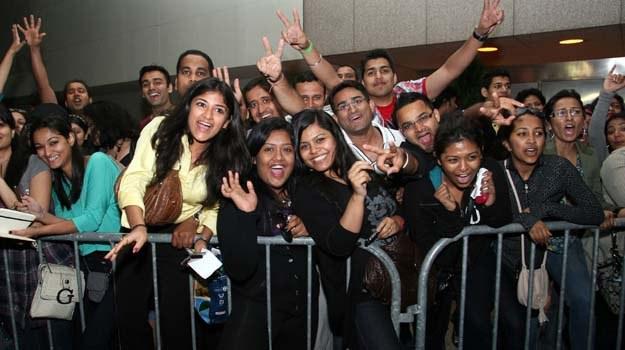 Fani hinduskiego kina już czekają na swych idoli /AFP