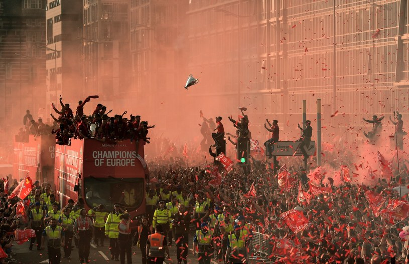Fani Liverpoolu mają ostatnio powody do świętowania dzięki sukcesom zespołu Juergena Kloppa /AFP