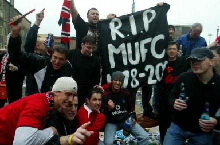 Fani Manchesteru United nie zgadzają się z polityką właścicieli klubu /AFP