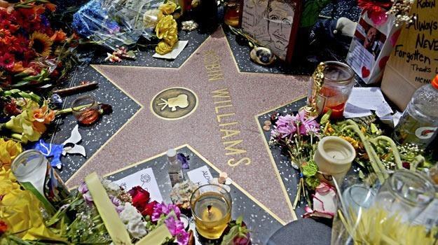 Fani oddali hołd Robinowi Williamsowi na jego gwieździe w hollywoodzkiej Alei Sław - fot. EPA /PAP