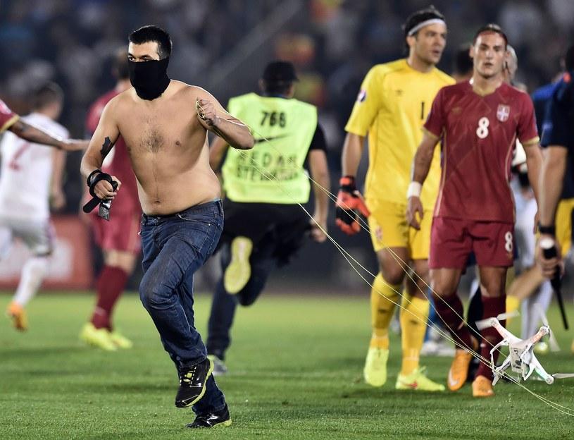 Fani wdarli się na boisko /AFP
