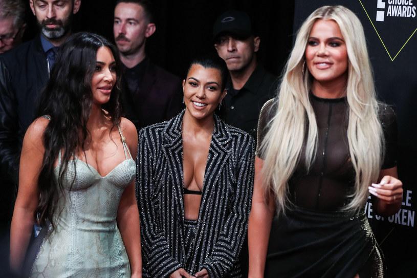 Fankami postu przerywanego są również siostry Kardashian /FaceToFace /Reporter