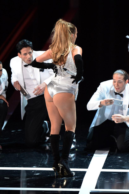 Fanom nie spodobał się także strój Jennifer Lopez /Dimitrios Kambouris /Getty Images