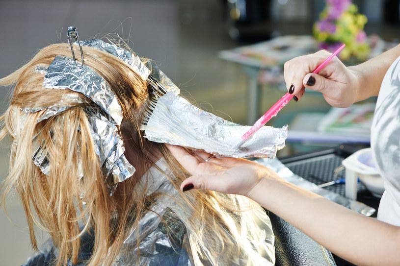 Farba do włosów zawiera ponad 5 tysięcy różnych związków chemicznych, które ciągle się zmieniają /123RF/PICSEL