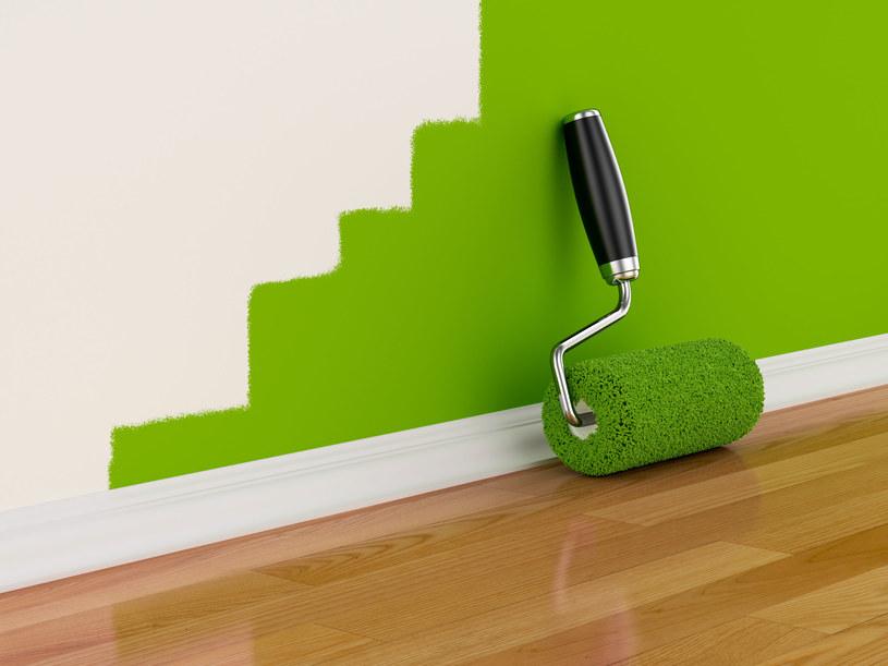 Farba magnetyczna to sposób na dekorację ściany (bez jej niszczenia pinezkami) np. zdjęciami czy pracami plastycznymi dzieci /123RF/PICSEL