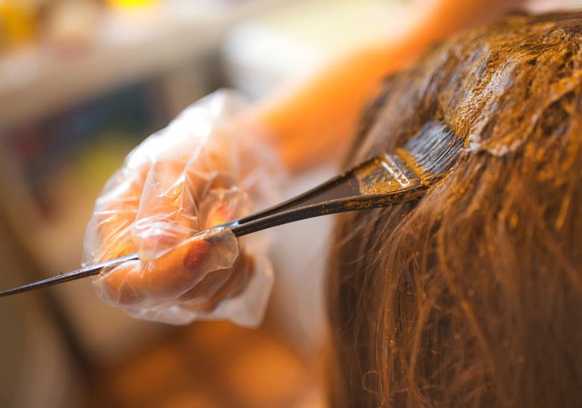 Farbowanie włosów henną /123RF/PICSEL