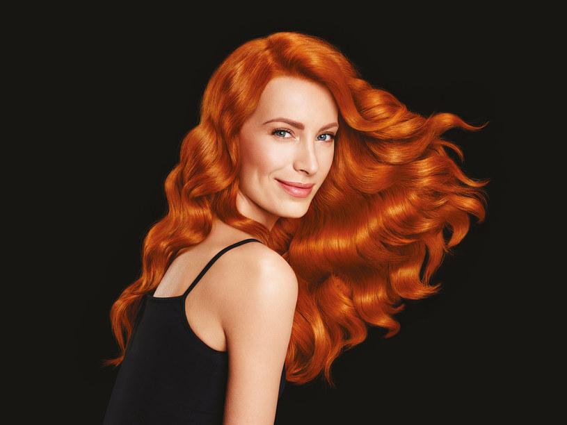 Farbowanie włosów w domu się powiedzie, pod warunkiem, że dostosujemy się do zaleceń podanych na opakowaniu lub w ulotce /INTERIA.PL