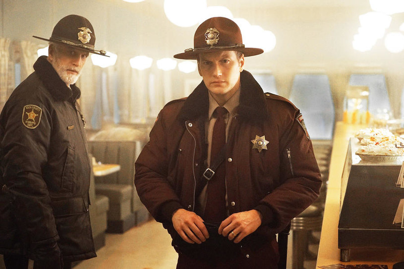 """Fargo"", sezon 2. (Ted Danson, Patrick Wilson) /2014 MGM Television Entertainment Inc. and Bluebush Productions, LLC. All Rights Reserved /materiały prasowe"