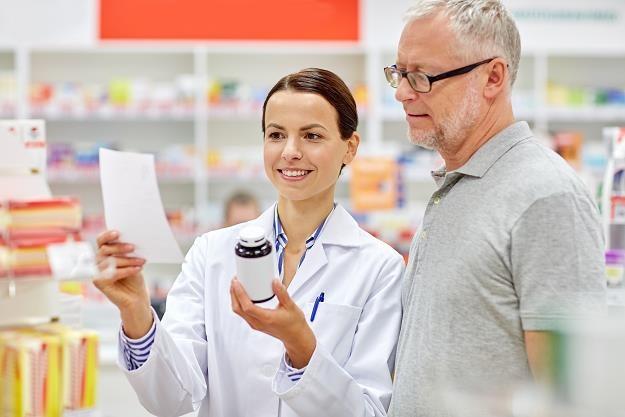 Farmaceuta może wypisać receptę w nagłych przypadkach /©123RF/PICSEL