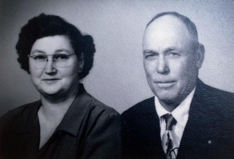 Farmer William W. 'Mac' Brazel z żoną. To on jako pierwszy odkrył w 1947 roku szczątki obiektu latającego w Roswell, który według władz miał być balonem pogodowym /East News