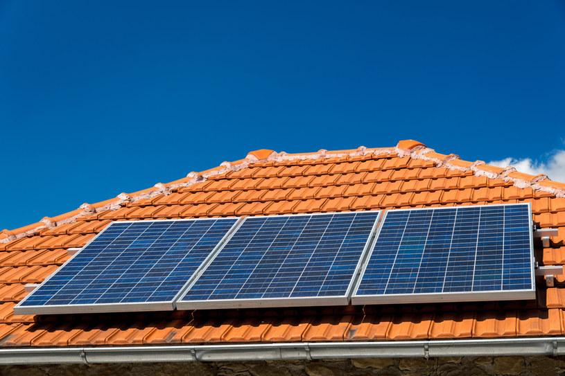 Farmy słoneczne oraz prosumenckie panele fotowoltaiczne stoją przed sporym problemem /123RF/PICSEL