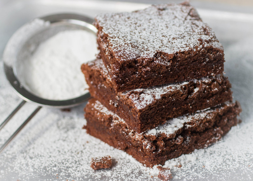 Fasolowe brownie z siemieniem lnianym i rodzynkami /123RF/PICSEL