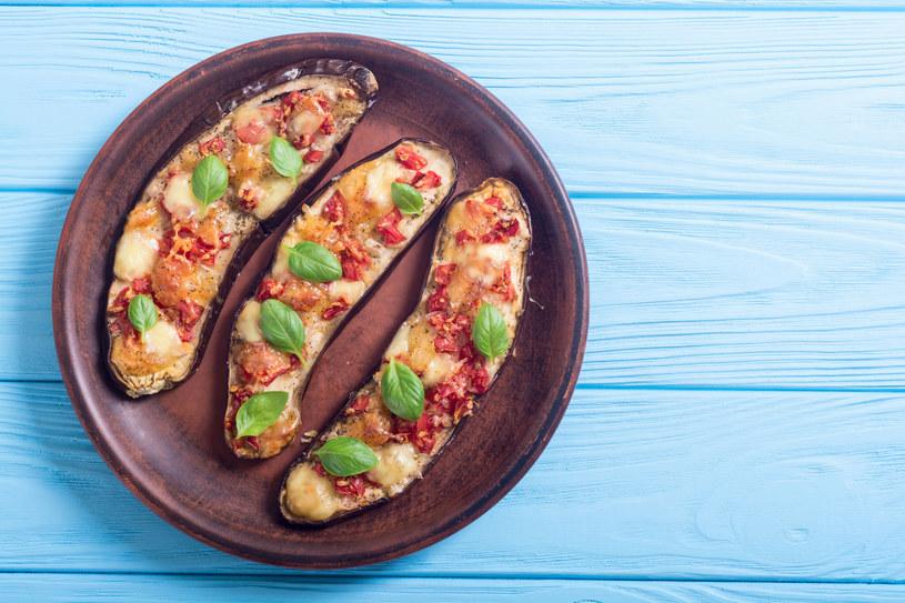 Faszerowane mięsem z serowym sosem /123RF/PICSEL