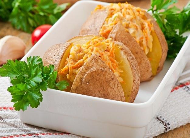 Faszerowany ziemniak - pomysł na smaczną przystawkę /123RF/PICSEL