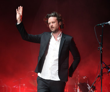 "Father John Misty krzyżuje Kurta Cobaina. Zobacz klip ""Total Entertainment Forever"""