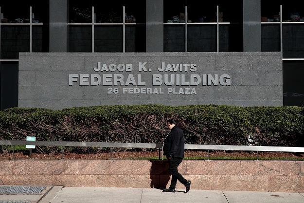 FBI znów zmienia bieg kampanii prezydenckiej w USA /AFP