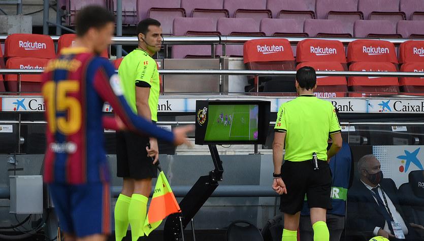 FC Barcelona - Real Madryt 1-3. Katalończycy wieszczą skandal. Sędzia był stronniczy?