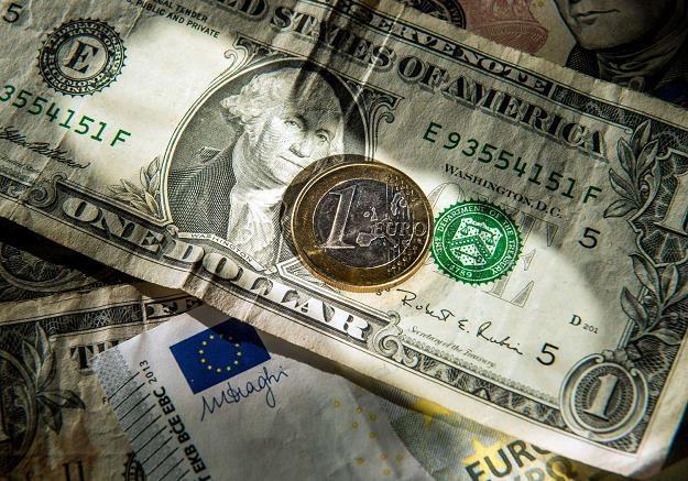 FED podniesie stopy dolar może się wzmocnić /AFP