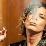 Felicjańska z papierosem i w szlafroku