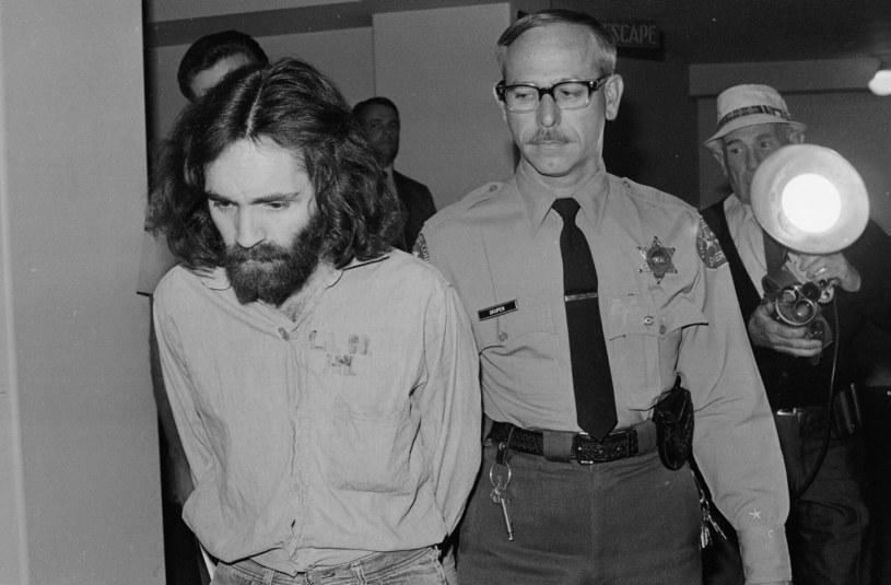 Fenomenem Mansona jest psychologiczna zagadka: jak to możliwe, że ten niepozorny hipis, drobny rzezimieszek, tak podporządkował sobie sporą grupę ludzi /AP Photo/Wally Fong /East News