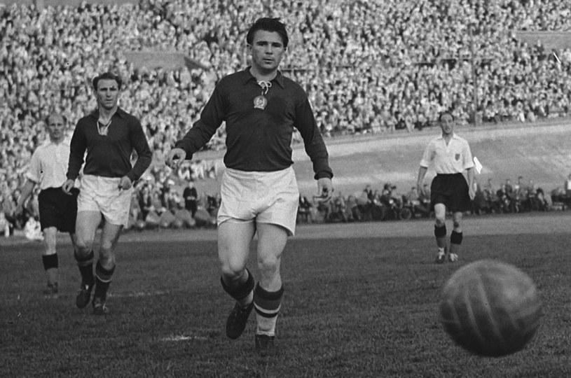 Ferenc Puskas podczas meczu Budapeszt - Amsterdam, maj 1954 roku /Wikimedia Commons /materiały prasowe