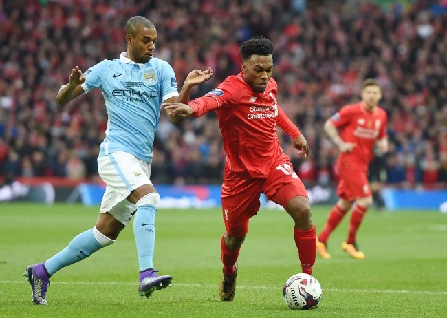 Fernandinho (z lewej, Manchester City) i Daniel Sturridge z Liverpool FC /PAP/EPA