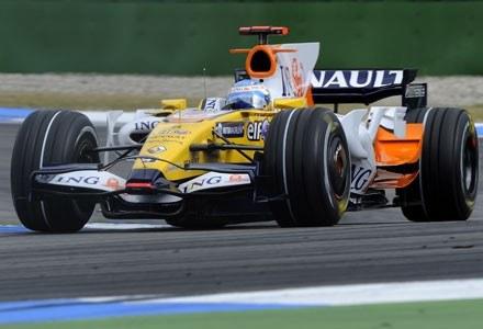 Fernando Alonso podczas wyścigu na torze Hockenheim /AFP