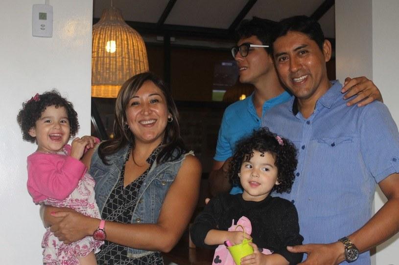 Fernando Tapia Coral z siostrą Adelmą i jej córeczkami Maureen i Alondrą /facebook.com