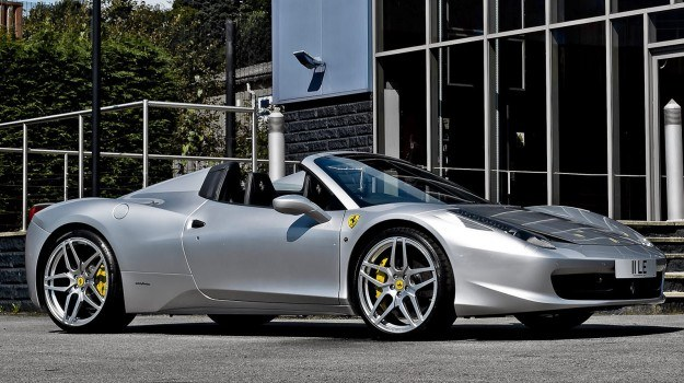 Ferrari 458 Italia w wersji Spider zadebiutowała jesienią 2009 r. /Ferrari