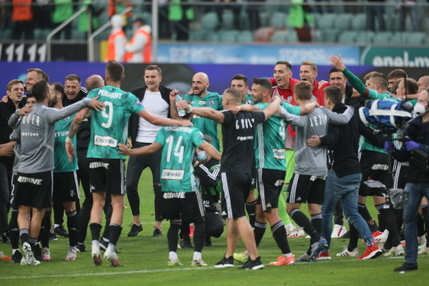 Feta drużyny Legii Warszawa po wygranym meczu grupy mistrzowskiej piłkarskiej Ekstraklasy z Cracovią 2:0 /Leszek Szymański /PAP
