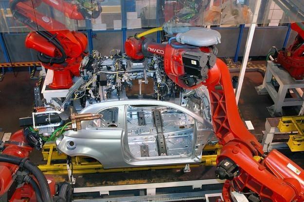 Fiat 500 na linii montażowej w Tychach /