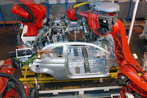 Fiat 500 na linii montażowej /