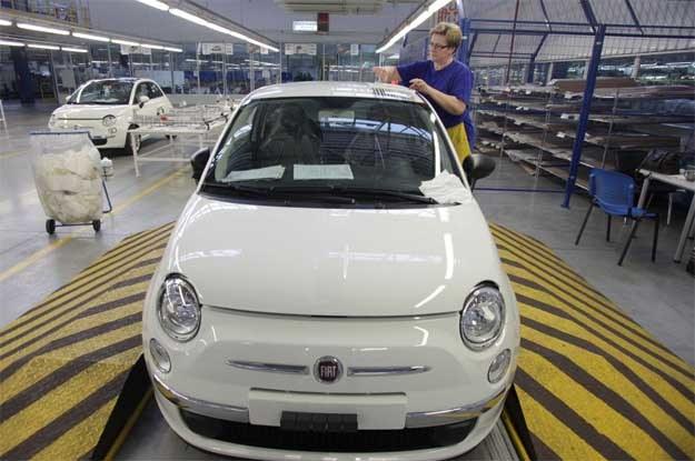 Fiat 500 wciąż sprzedaje się nieźle /AFP