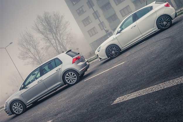 Fiat nie jest zainteresowany sprzedażą Alfy. Na zdjęciu Golf i Giulietta. Które auto ładniejsze? /