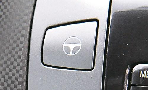 FIAT Przycisk zwiększający siłę wspomagania kierownicy: parkingowy gadżet. /Motor