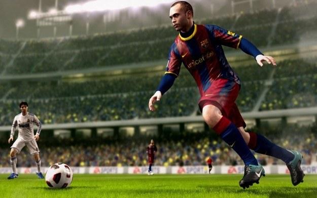 FIFA 11 na razie przebija wszystkich konkurentów /INTERIA.PL