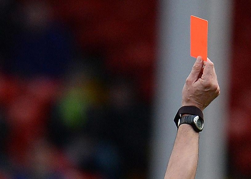 FIFA pokazała sędziemu czerwoną kartkę /AFP