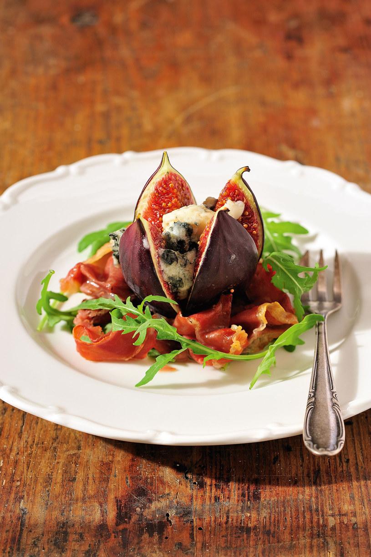 Figi z serem roqueford zapiekane z szynką parmeńską /© Piotr Bolko / madeinbrain.com /Wydawnictwo Znak