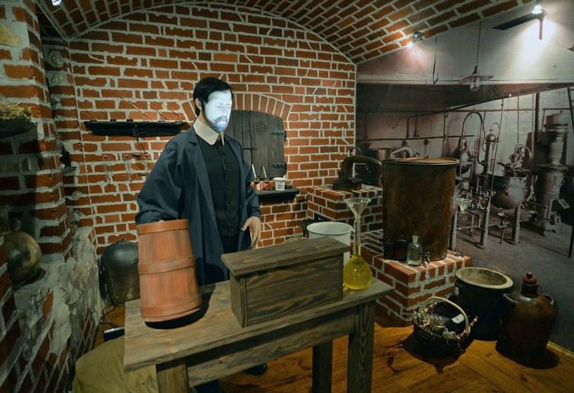 Figura Ignacego Łukasiewicza w muzeum w Bóbrce /AFP