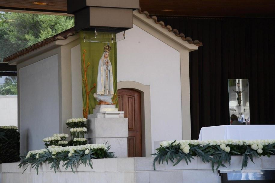 Figura Matki Boskiej Fatimskiej /MAURIZIO BRAMBATTI /PAP/EPA