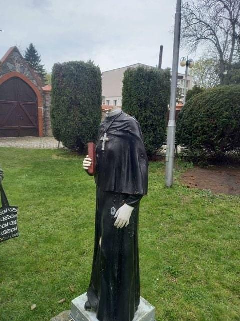 Figura św. siostry Faustyny straciła głowę /Nad Myślą /facebook.com