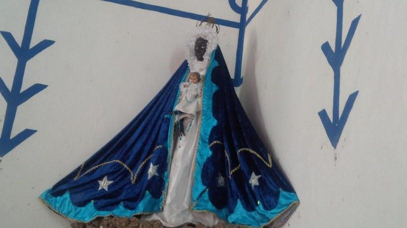 Figurka Matki Boskiej z Dzieciątkiem Jezus w jednej ze świątyń w Trynidadzie /Styl.pl