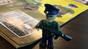 Figurka oficera NKWD w kolekcji klocków. Producent: Wywołaliśmy kontrowersje, mając dobre intencje