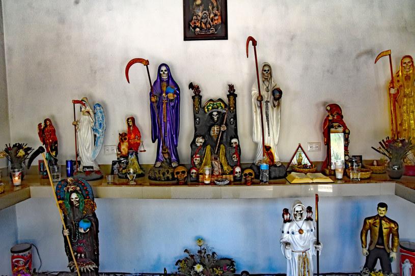 Figurki śmierci można kupić w każdym przydrożnym sklepiku /Teun Voeten/Sipa USA/East News /East News