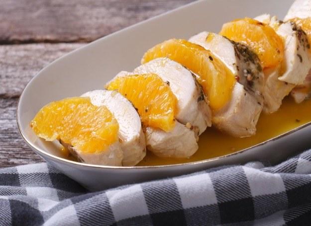 Filet z kurczaka z dodatkiem cytrusów /123RF/PICSEL