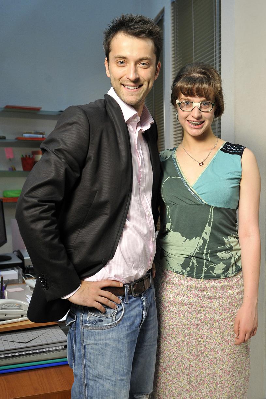 """Filip Bobek i Julia Kamińska na planie """"BrzydUli"""", 2008 rok /Kurnikowski /AKPA"""