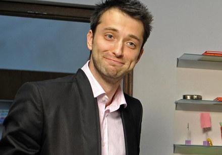"""Filip Bobek na planie """"BrzydUli"""" /TVN"""
