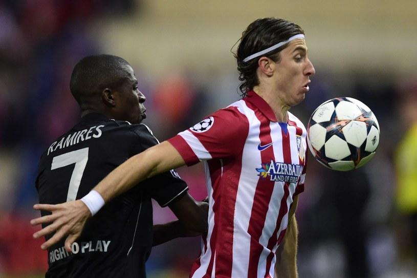 Filipe Luis (z prawej) już wkrótce ma zostać piłkarzem Chelsea /AFP